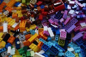 散らかったレゴブロック