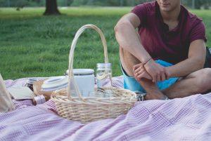 ピクニック中の彼氏