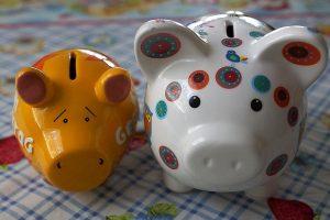 豚の貯金箱2個