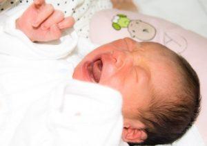 号泣する赤ちゃん