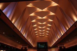 映画館のようなきれいな天井