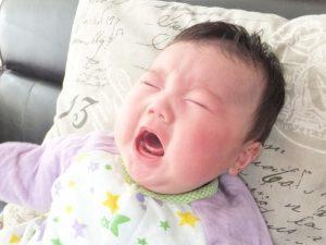 口を開けてなく赤ちゃん
