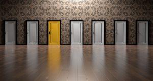 一つだけ色の違う扉