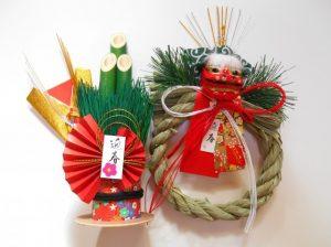 正月飾りのしめ縄と門松