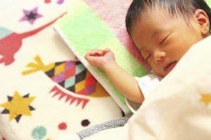 スヤスヤと寝ている赤ちゃん